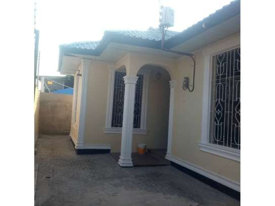 3bed house at kinondoni tsh 1,000,000 image 1