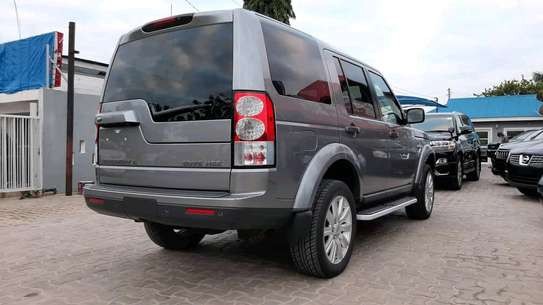2014 Land Rover Discovery image 11