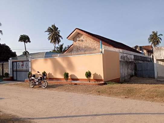 5bed  house at mikocheni a tsh 1,500,000pm