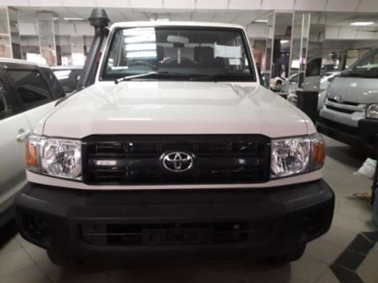 2014 Toyota Land Cruiser Pickup