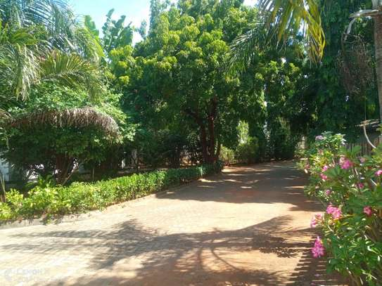 4bed house shared  the compound near george and dragon at masaki $2500pm image 2