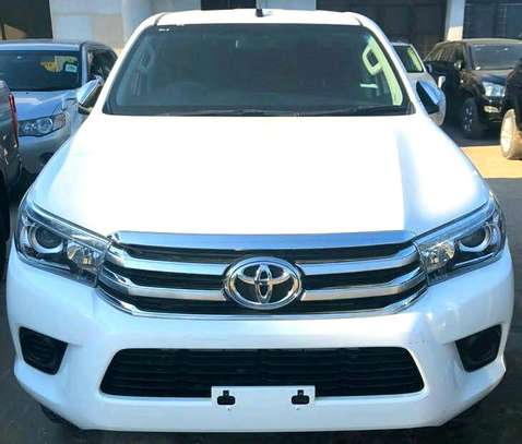 2016 Toyota Hilux image 1