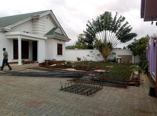 4BEDROOMS HOUSE FOR SALE IN BURKA AREA-ARUSHA. image 3