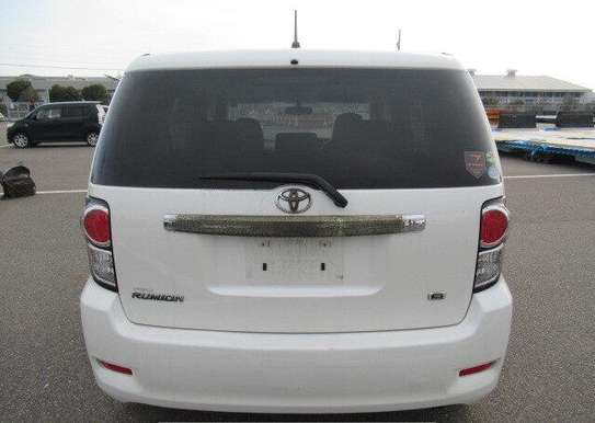 2010 Toyota Rumion image 3