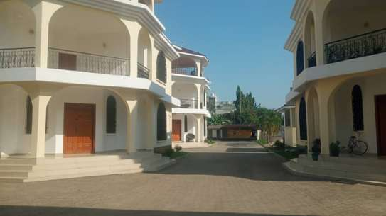 4 bed room town house for rent at msasani beach image 2