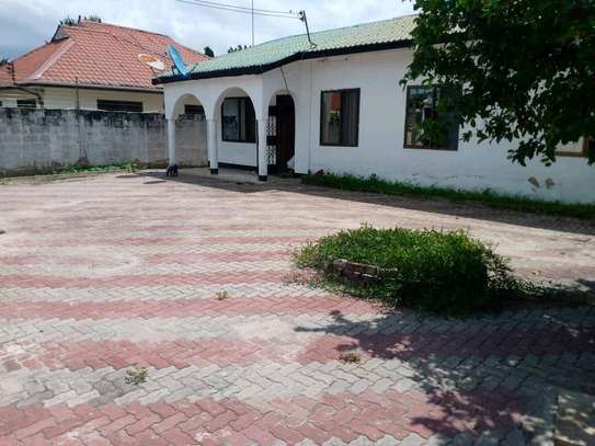 House for sale at tegeta namanga,have 4bedrooms,one master ,public toilet,kitchen,sitting &dining rooms,1000sqm image 1