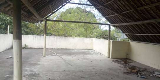 4bed  a stand alone house at regent estate  with big compound  ideal for school image 2