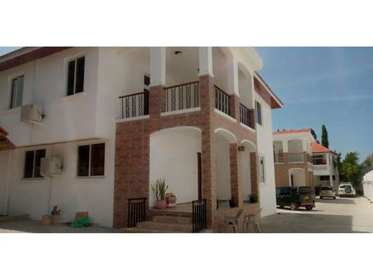 4bed all ensuite town house at oyster bay $2500pm image 2