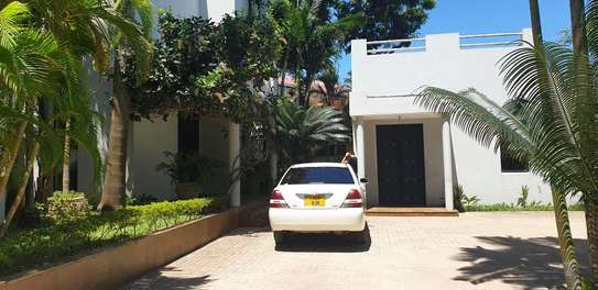 4 bed house for sale $.2mil  at masaki area sqm 800 image 1