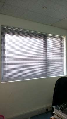 CURTAINS OF VENETIAN BLINDS image 2