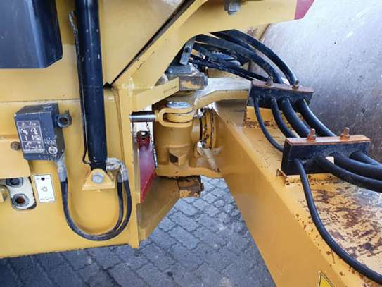 2008 Caterpillar CAT CS 76 ROLLER image 9