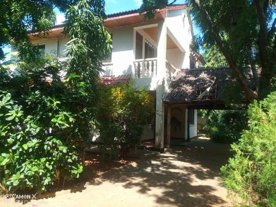 4bed house shared  the compound near george and dragon at masaki $2500pm image 13