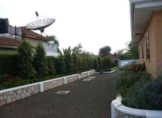 AVAILABLE FOR RENT  A 5 BEDROOM VILLA  IN ARUSHA image 5