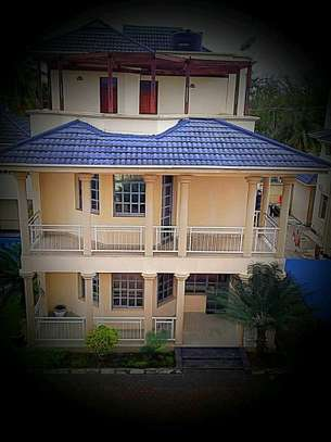MIKOCHENI  SHOPPERS PLAZA..a 4bedrooms  VILLA is available for rent at mikocheni cool street u can find in tz image 2