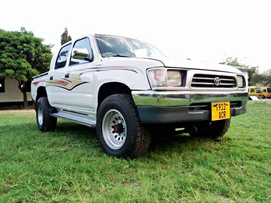 2002 Toyota Hilux Double Cabin Pickup image 15