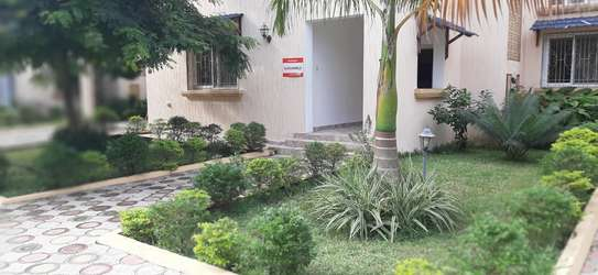 4 Bedrooms Large Home For Rent in Oysterbay image 2