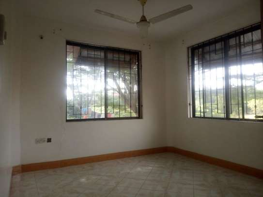 33 bed room house for rent at makongo image 7