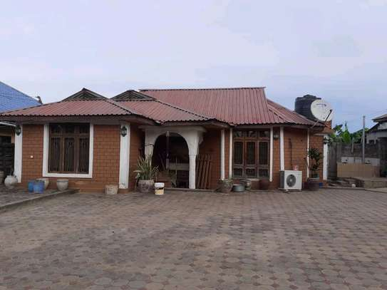 HOUSE FOR IMMEDIATE SALE image 1
