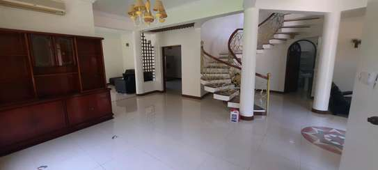 a 4bedrooms  VILLAS is OYSTERBAY with a very cool neighbour hood is available for rent now image 3