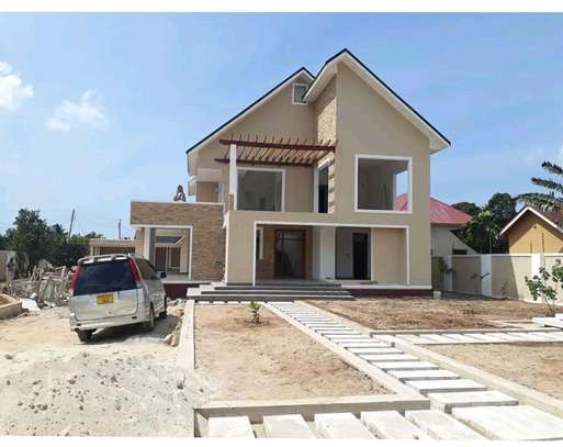 4BEDROOMS HOUSE 4SALE AT BAHARI BEACH image 2