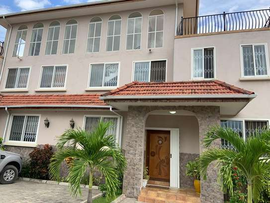 4 Bedrooms House in Compound in Oysterbay