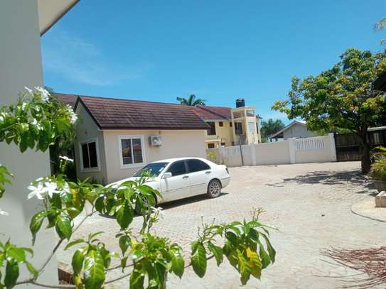 3bed villa in the compound at mbezi beach $ 800pm image 9