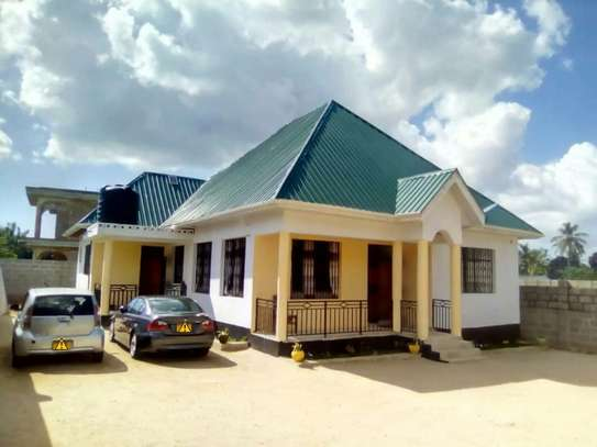 3 Bedrooms House for Sale, Boko image 1