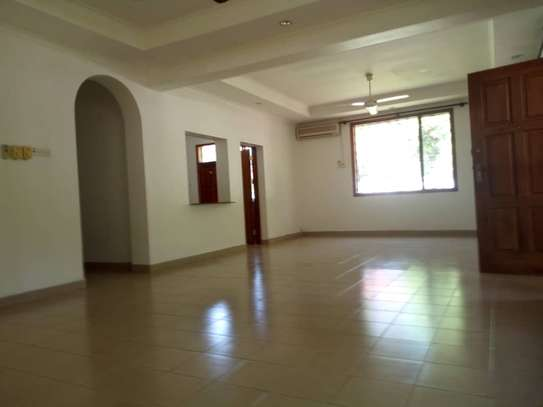 3bed house villa in the compound at oystabay $1500 image 5