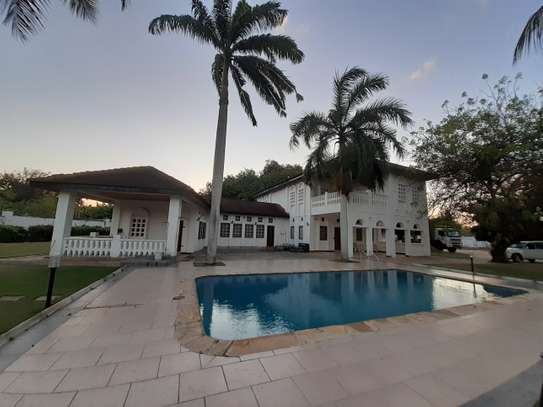 8 Bdrm House at Mbezi Beach Dar Es Salaam Near Ramada Hotel