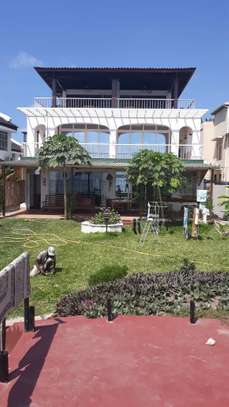 4bed all ensuite fully furnished shared fantastic beach house at msasani $2500pm image 5
