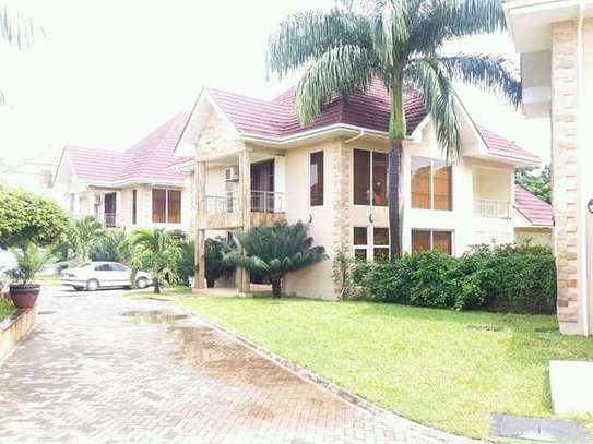 4 Bedrooms House in a Small Compound in Oysterbay For Rent