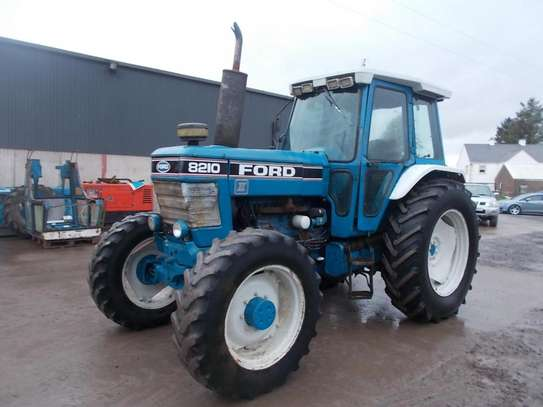 1991 Ford 8210 TRACTOR image 2