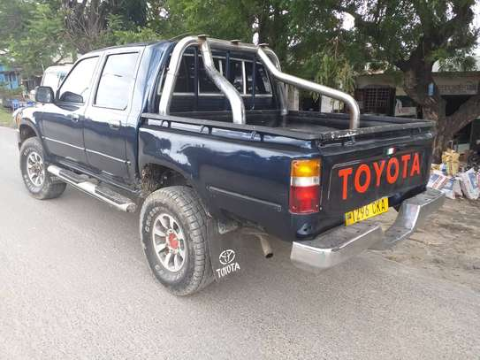 2000 Toyota Hilux Double Cabin image 8