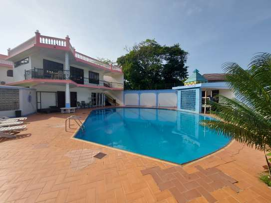 4BEDROOMS LUXUARY VILLAH FOR RENT image 12