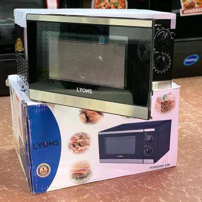 Lyons microwave Oven 20L... 250,000/= image 1