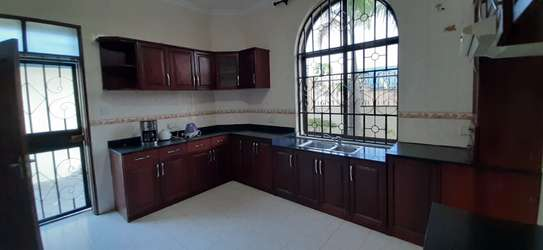 4 Bedrooms House For Rent in Msasani image 11