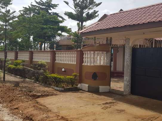 5 Bed Room Bungalow for rent in Dodoma town- Multipurpose. image 5