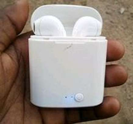 Earbuds image 2