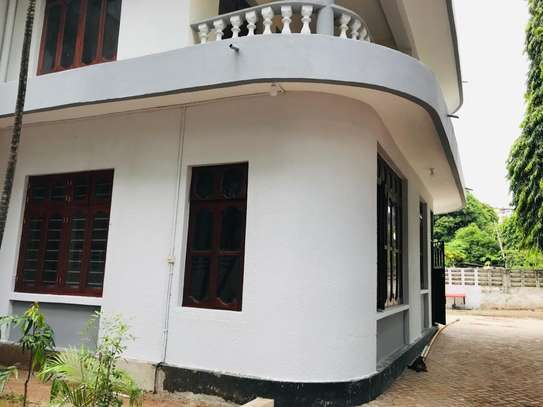 8 bedrooms bungalow house available for rent in Upanga image 7