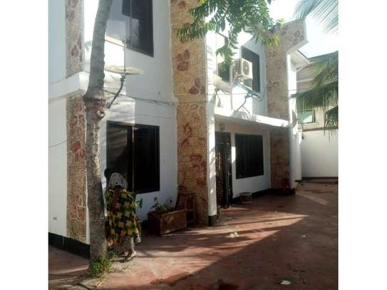 3bed house at kinondoni tsh 800,000pm