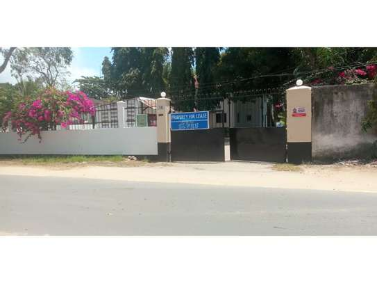 dplomatic 6bed house along main rd located  at regent estate image 2