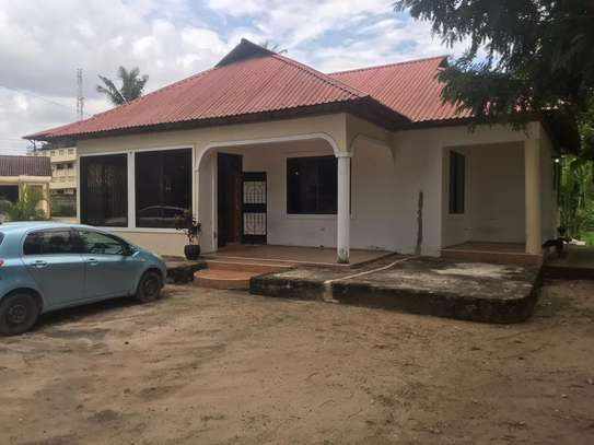 3bed house shared house   ideal for office at mikocheni tsh 1,000,000 image 4