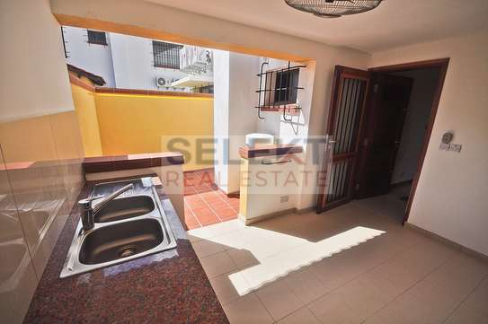 Well maintained 4 Bdrm Villas in Oysterbay image 2