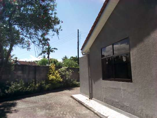 4bed house at mikocheni $1500pm image 8