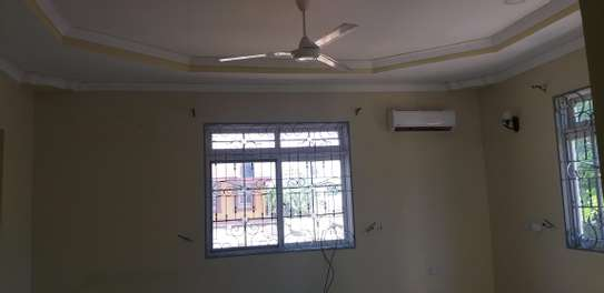 6BEDROOMS HOUSE 4SALE AT KINONDONI image 3