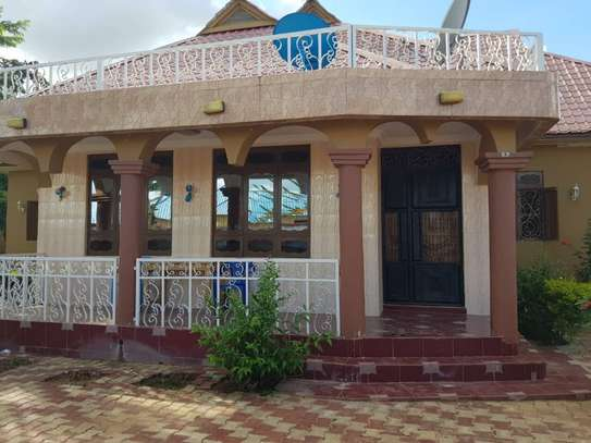 5 Bed Room Bungalow for rent in Dodoma town- Multipurpose. image 3