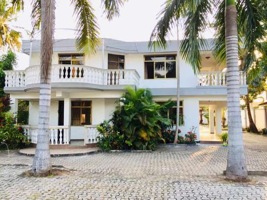 7 bedroom house for sale at mikocheni Ovacado image 6