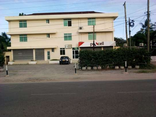 shop frame /office along haileselasie 130sqm $800pm image 1