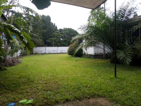 Nice 4bedroom house with a pool in Ada estate to let.