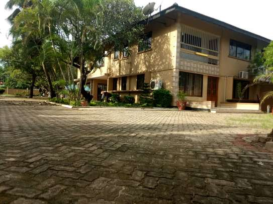 4 Bedroom Standalone House With Large Compound image 1